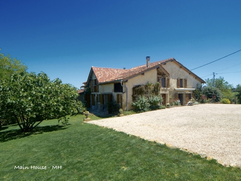 Well renovated country house and gite with pool