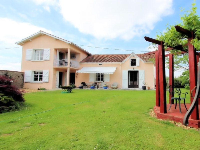 Well renovated farmhouse set in lovely grounds with pool.