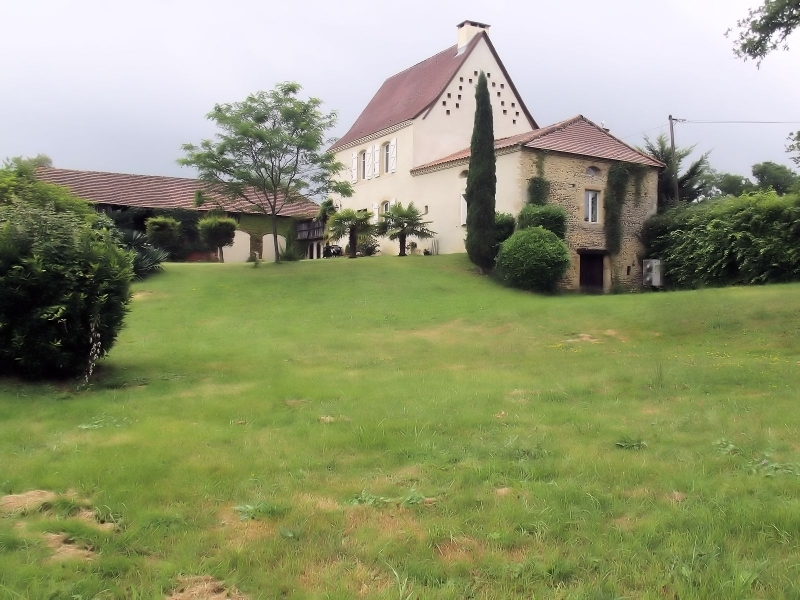 Renovated house and large outbuilding in a stunning location.
