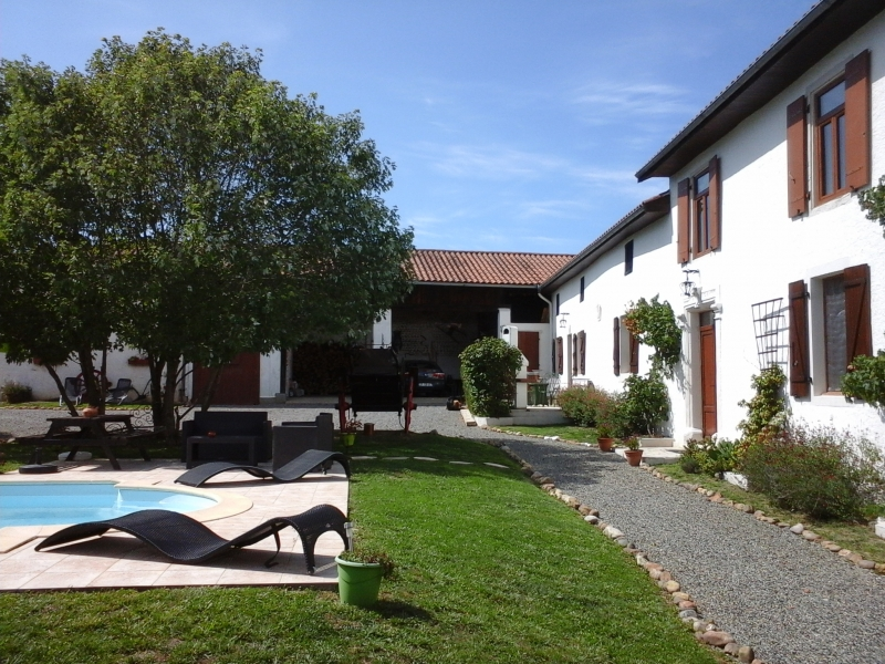 Lovely L shaped farmhouse with outbuildings, pool and 3000m² of garden