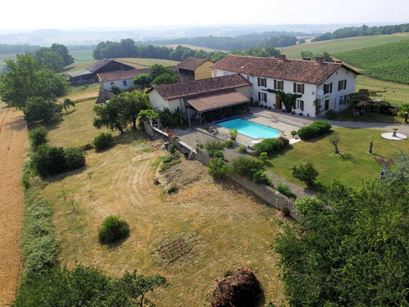 Maison de maitre situated high in the Madiran hills surrounded by vine