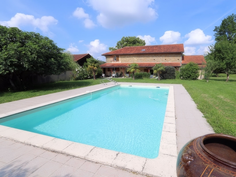 A well maintained and spacious town house set in a private wooded park