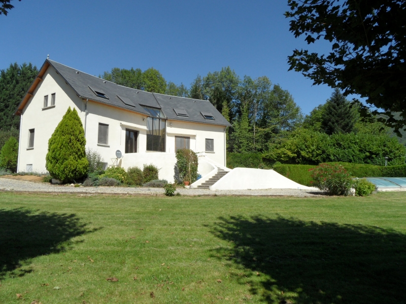 Superb villa recently build with pool and spectacular Pyrénées view
