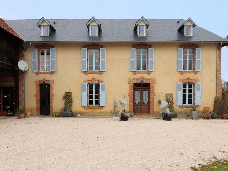 Handsome Maison de Maitre set on 3.5ha of land suitable for horses.