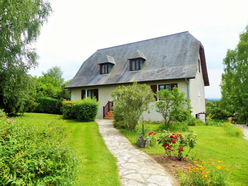 Charming country house in a village with all commodities.