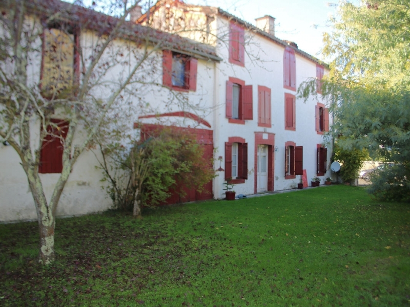 Townhouse, 3 bedrooms, outbuildings, 1353m² of land