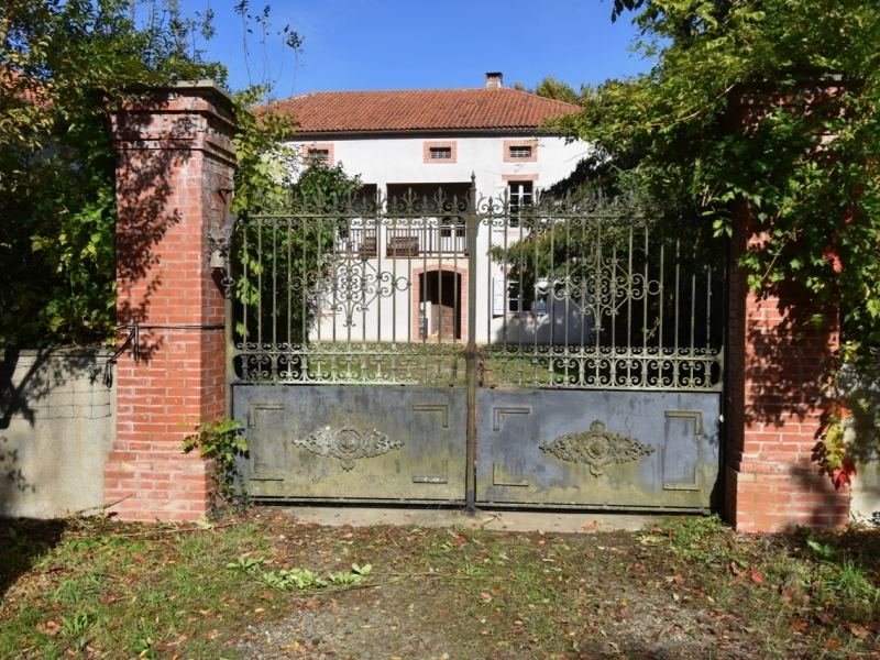 Large Country house with land and Gite potential