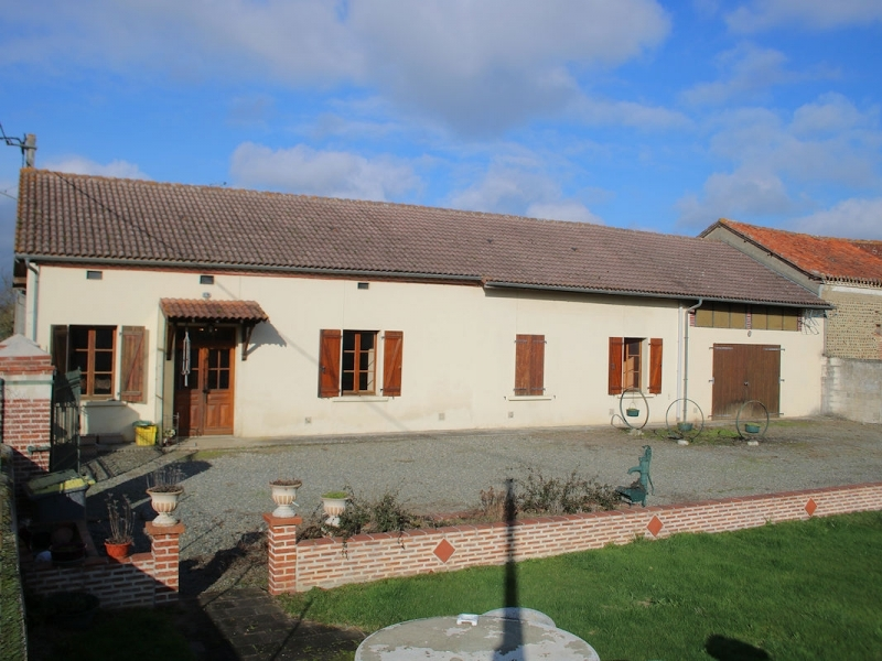 House, 105m², 3 bedrooms, 2074m² with outbuildings