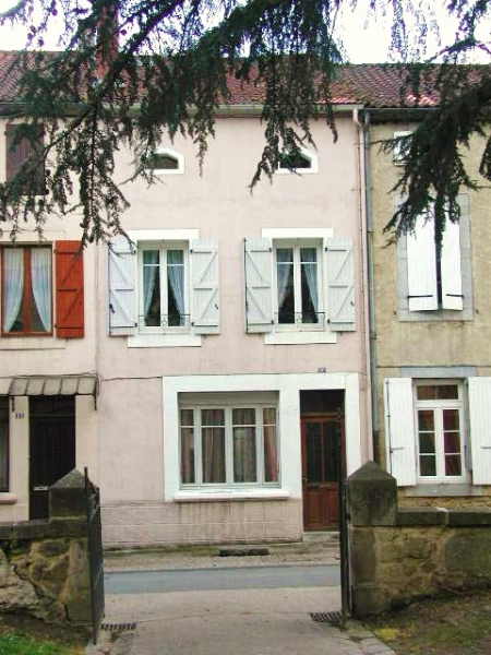 Village house and independent gite in the heart of Marciac