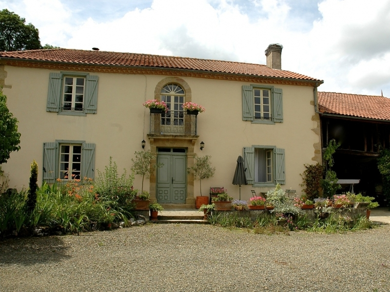 Beautifully restored Maison de Maitre with swimming pool